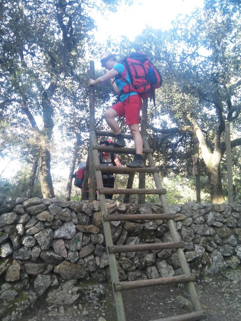 Überqueren der Grenzmauer bei Binifaldo