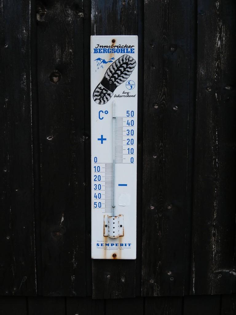 Knapp 4°C zeigt das Thermometer