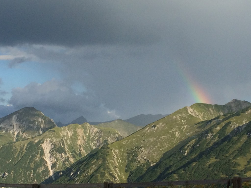 Regenbogen nach kurzem Regen in der Früh