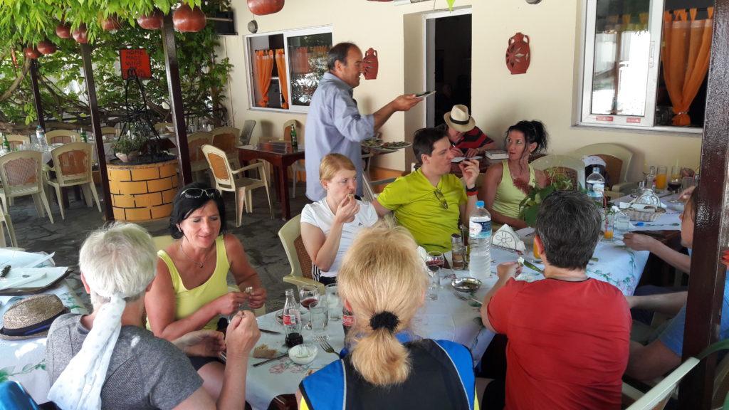 In der Taverne von Strongili