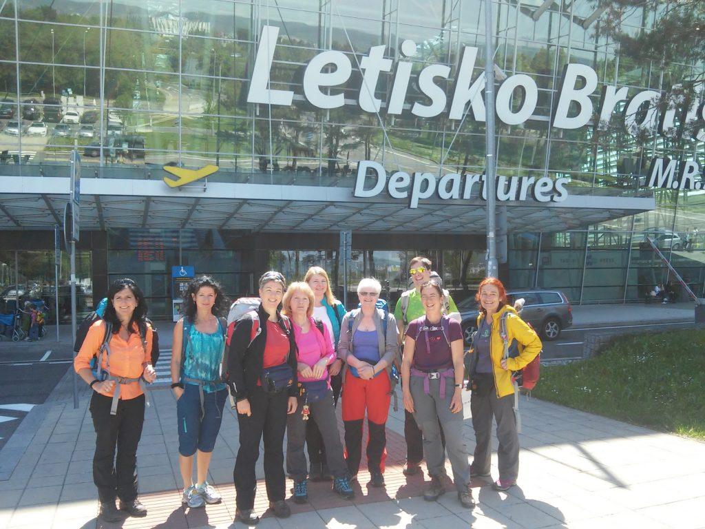 Vor dem Flughafen Bratislava