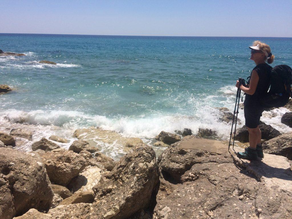 Brigitte genießt den Meeresblick