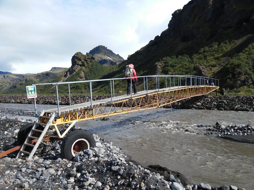 Eine mobile Brücke über die Krossa