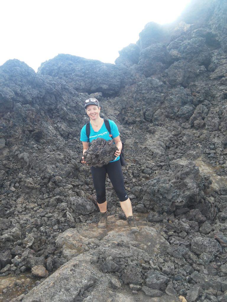 Susanne beim Steinesammeln